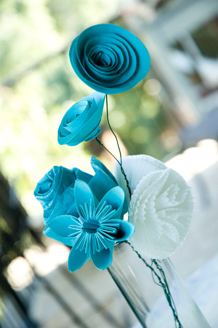 paper flowers making. make some paper flowers.