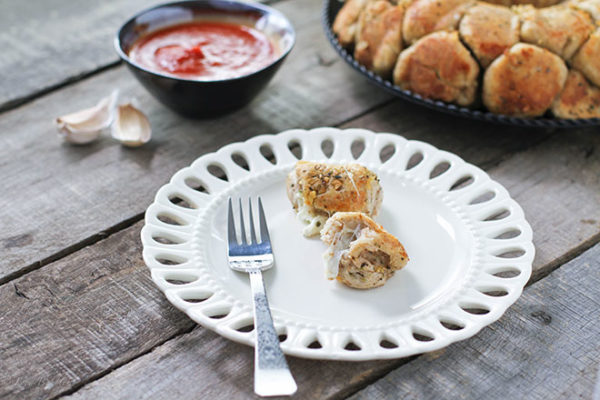 Stuffed-Garlic-Monkey-Bread-2