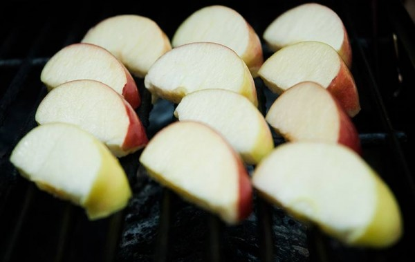 Apple slices on the grill