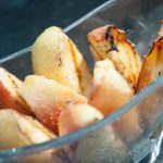 Grilled apples with cinnamon sugar: super-quick late-summer yum