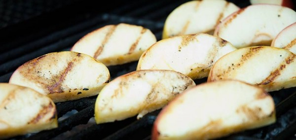 How to grill apples
