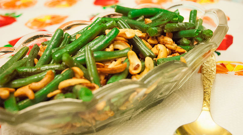 Easy Four-Ingredient Green Beans with Garlic and Cashews
